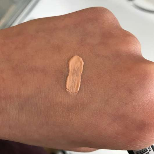 Swatch des NYX Concealer Wand, Farbe: Fair CW02