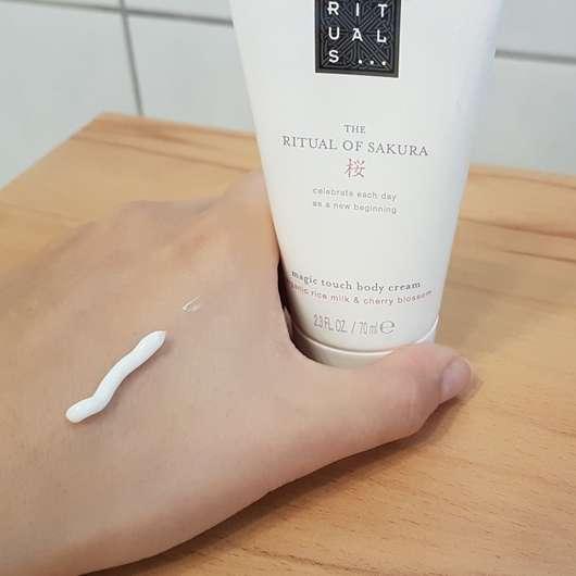 Konsistenz - RITUALS The Ritual Of Sakura magic touch body cream