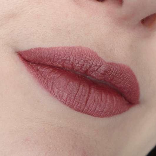Tragebild des Urban Decay VICE Liquid Lipstick, Farbe: Amulet (Comfort Matte Finish)