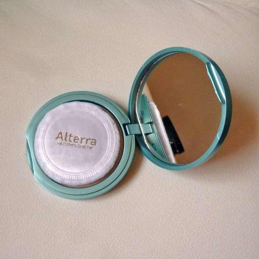 geöffneter Alterra Kompaktpuder, Farbe: 02 Medium