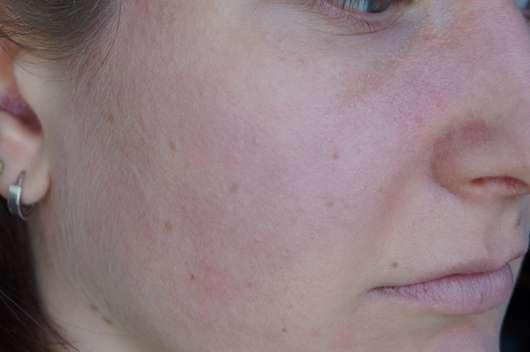Haut mit alverde Perfect Cover Foundation & Concealer, Farbe: 10 Vanilla