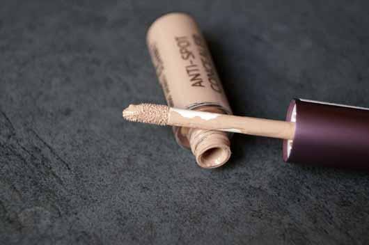 alverde Pure Beauty Anti-Spot Concealer - Applikator Abdeckfluid