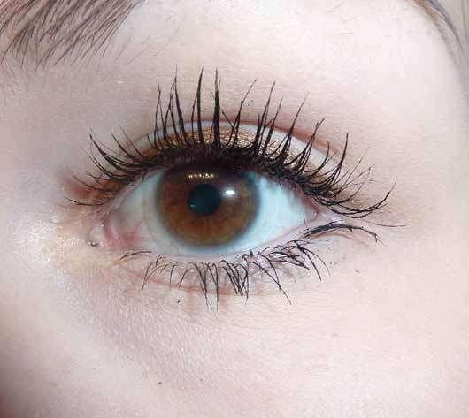 ARTDECO x Claudia Schiffer Make Up Super Long Lash Mascara, Farbe: 01 Black - Wimpern mit Produkt
