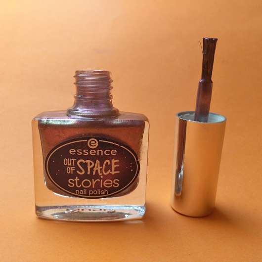 Pinsel des essence out of space stories nail polish, Farbe: 02 across the universe