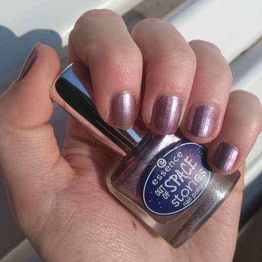 essence out of space stories nail polish, Farbe: 02 across the universe - auf den Nägeln