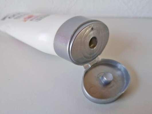 geöffneter Deckel der GUHL Repair & Balance Pflege-Spülung Manuka-Honig & Milch