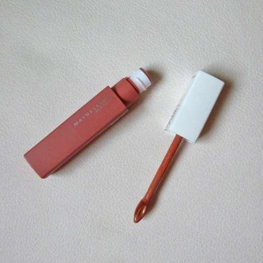 geöffneter Maybelline Super Stay Matte Ink Un-Nude Liquid Lipstick, Farbe: 65 Seductress