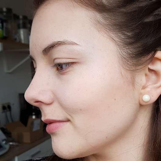 NYX Wonder Stick Highlight & Contour Stick, Farbe: WS01 Light/Medium - im Gesicht aufgetragen