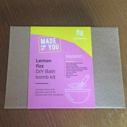 Produktbild zu Naissance Made By You Lemon Fizz DIY Bath Bomb Kit