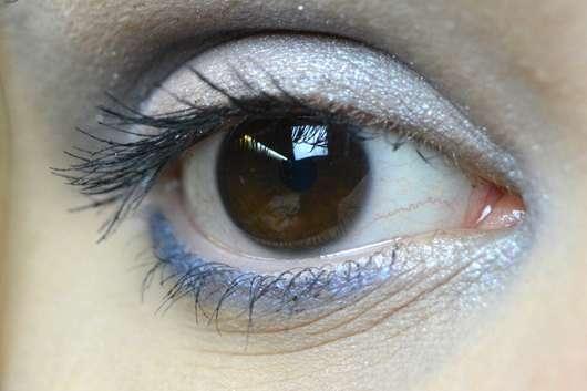 Wimpern mit AVON True Ultra Volume Lash Magnify Mascara, Farbe: Blackest Black