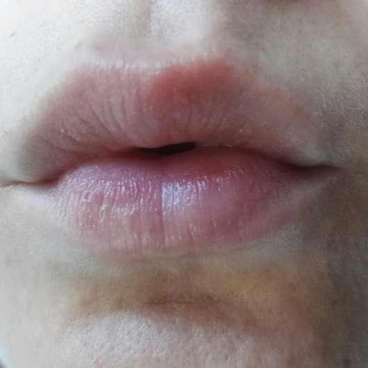 Tragebild auf den Lippen - eos Crystal Wachsfreie Lippenpflege Vanilla