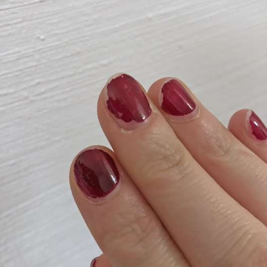 lackierte Fingernägel vor Verwendung des KIKO Nail Polish Remover Express