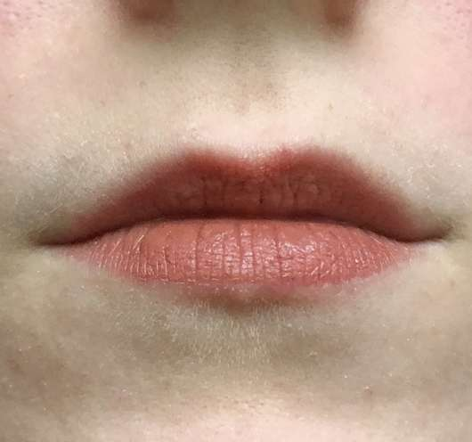 Lippen gescminkt mit der Farbe unten links (3) mit weißer Basis (5)