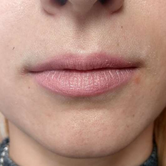 p2 blogger's loveys BFF edition miss perfect lip chubby, Farbe: 010 Amelie (LE) - auf den Lippen aufgetragen