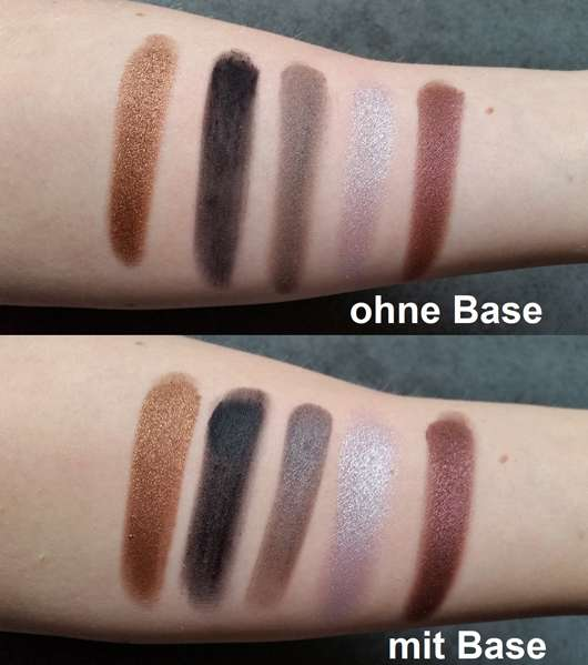 Swatches - Urban Decay Distortion Eyeshadow Palette