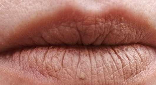 Lippen mit ARTDECO Multi Stick, Farbe: 50 almond mousse