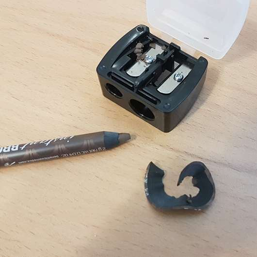 angespitzter Stift neben dem ebelin Doppel-Spitzer