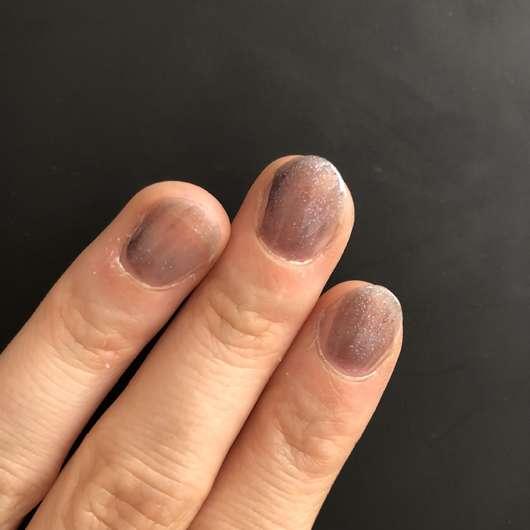 1 Schicht des KIKO Nail Lacquer, Farbe 524: Blue Multicolor