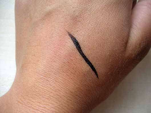 Manhattan Eyemazing Liner, Farbe: 1010N Black Lacque - Swatch