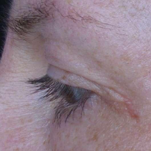 Auge mit Maybelline New York Falsche Wimpern Feder-Look Volum' Express Mascara