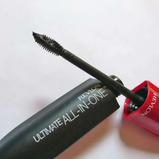 Bürste der Revlon Ultimate All-In-One Mascara, Farbe: 551 WP Blackest Black