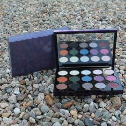 Produktbild zu Urban Decay Distortion Eyeshadow Palette