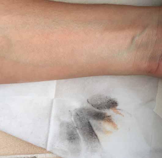 bebe 5in1 pflegende Reinigungstücher - Reinigungsergebnis der Swatches