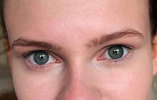 Maybelline Brow Satin Puder-Liner, Farbe: Medium Brown - Augenbrauen ungeschminkt