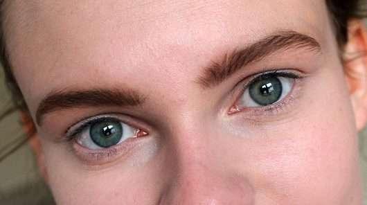 Maybelline Brow Satin Puder-Liner, Farbe: Medium Brown - Augenbrauen nachgezeichnet mit Augenbrauenstift