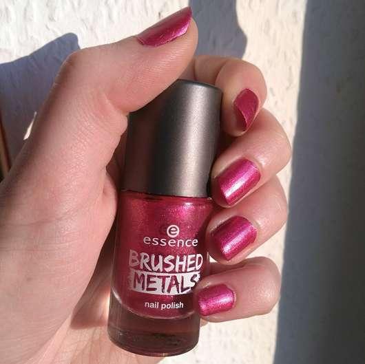 Nägel mit essence brushed metals nail polish, Farbe: 04 it's my party