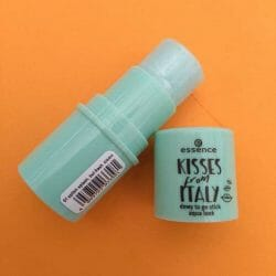 Produktbild zu essence kisses from italy dewy to go stick aqua look – Farbe: 01 splish splash, but fresh (LE)