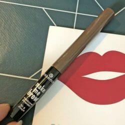 Produktbild zu essence make me brow eyebrow powder – Farbe: 01 brown