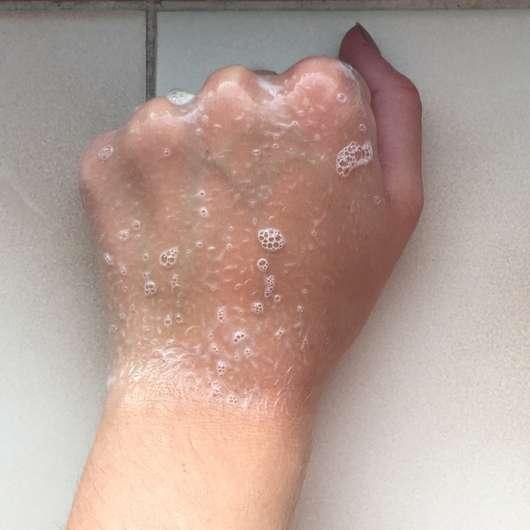 aufgeschäumte Konsistenz - head&shoulders Repair & Care Anti-Schuppen Shampoo