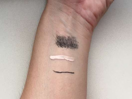 Unterarm mit Make-up vor der Anwendung der Lacura 3in1 Sanfte Reinigungstücher
