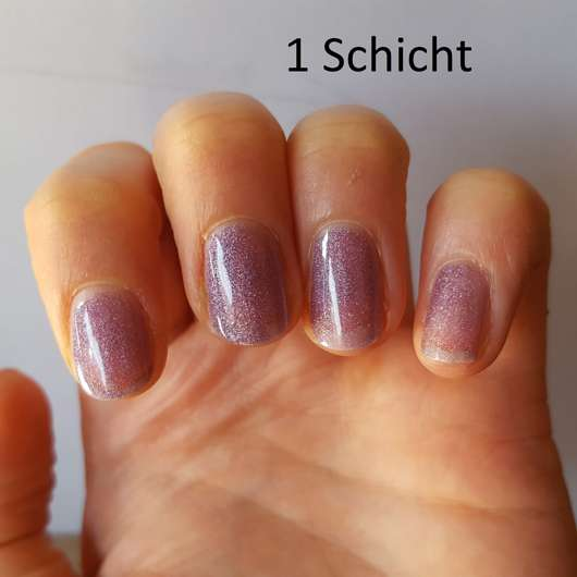 1 Schicht des mark. by AVON Gel Shine Nagellack, Farbe: Futurist auf den Nägeln