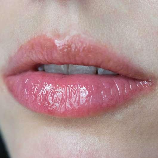 Lippen mit Maybelline Baby Lips Moisturizing Lip Gloss, Farbe: 35 Fab & Fuchsia