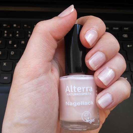 Alterra Nagellack, Farbe: 01 Rose Blossom - Fingernägel mit Nagellack