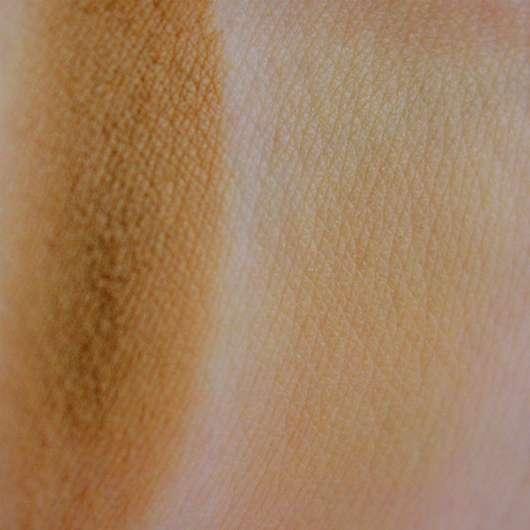 Swatches auf dem Handrücken - Make Up Factory Eye Shadow Brush small