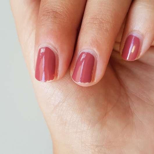 Fingernägel mit ARTDECO Color & Care Nail Lacquer, Farbe: 492 berry yoghurt