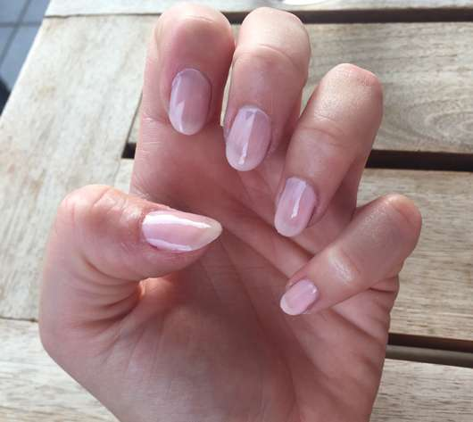 Nägel lackiert mit ARTDECO Color & Care Nail Lacquer, Farbe: 585 almond blossom