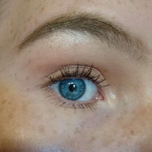 unter dem Brauenbogen und im Augeninnenwinkel aufgetragen - BECCA Cosmetics Shimmering Skin Perfector Pressed, Farbe: Pearl