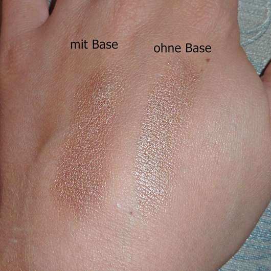 Swatch ohne/mit Base - Bell HYPOAllergenic Waterproof Mousse Eyeshadow, Farbe: 01 shimmering copper