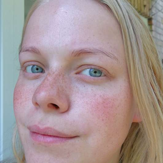 Haut mit BIO:VÉGANE Bio Grüntee Glow Fluid