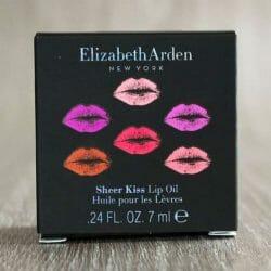 Produktbild zu Elizabeth Arden Sheer Kiss Lip Oil – Farbe: 03 Coral Caress