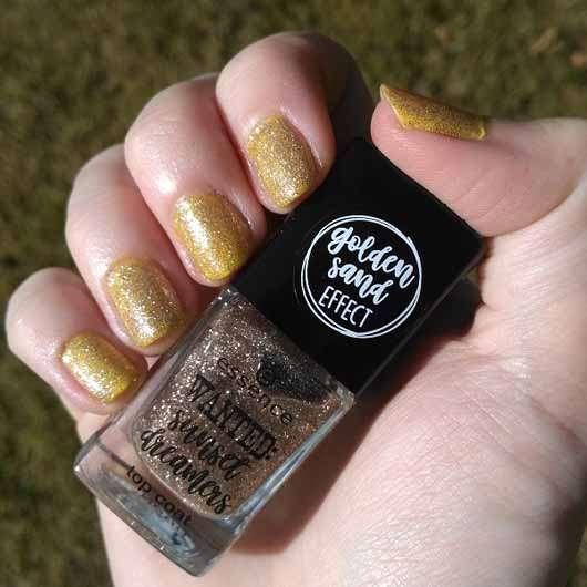 essence wanted: sunset dreamers top coat, Farbe: 01 golden sand (LE) - auf den Nägeln