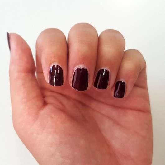 Manhattan Last & Shine Nail Polish, Farbe: 560 Red Night - Farbe auf den Nägeln nach 2 Tagen
