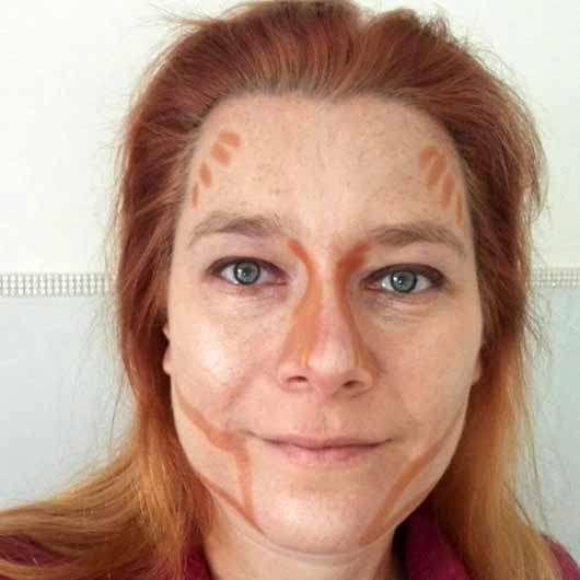 Misslyn Shaping Queen Highlight & Contour Stick, Farbe: 4 Medium - im Gesicht aufgetragen