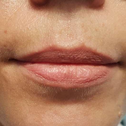 Lippen mit p2 effect matte liquid lipstick, Farbe: 010 easy out nach 8 Stunden Tragezeit