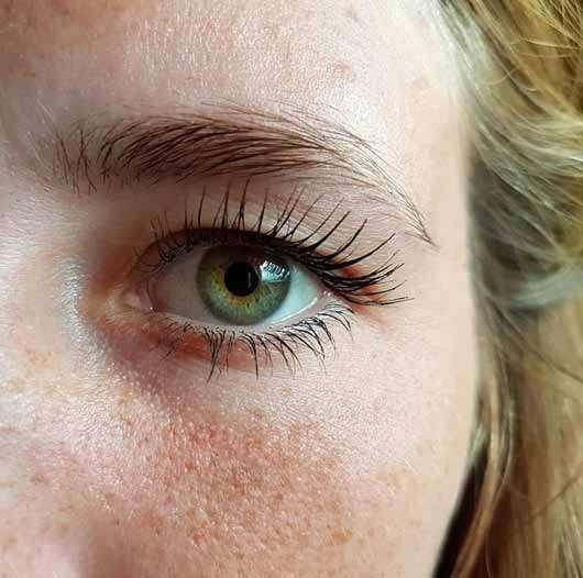 Bell HYPOAllergenic Long Wear Mascara, Farbe: Intense Black - Auge mit Mascara