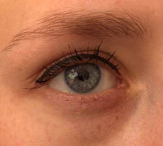 ASTOR EyeArtist Liquid Eyeliner Stimulong Serum, Farbe: Black - auf dem Lid aufgetragen